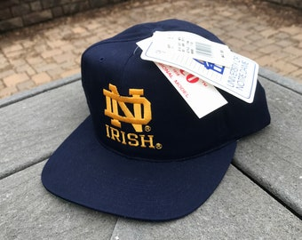 finest selection 8e100 55f76 RARE Vintage 1990 s University of Notre Dame Fighting Irish DEADSTOCK Annco  Campus Store SnapBack