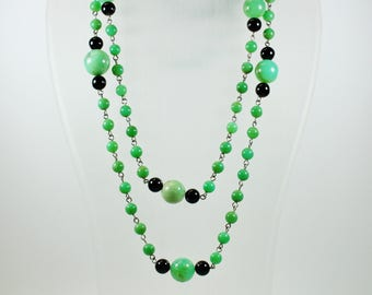 Mid Century Style (1933-1965) Sterling Silver Chrysoprase and Black Onyx Patterned Beaded Necklace