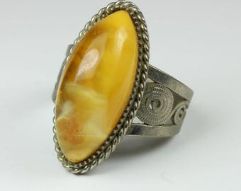 A Beautiful Boho Style Sterling Silver Honeyed Amber (琥珀色) Ring Size: O- 7 1/2
