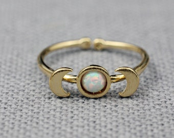 Moon Phases ring pointed with OPAL, Moon Phases stacking ring, Crescent Moon Midi Ring, Celestial Jewelry, Full moon ring