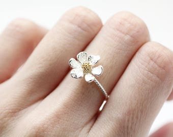 White flower ring etsy white daisy flower ring white wedding flower ring engagement ringflower ring daisy ring mightylinksfo