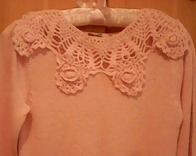 Pink sweater fitted Nicole Curie hand crocheted neckline 70s