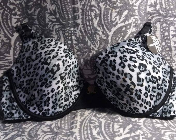 Animal print reverse to sleek black bra Joe Boxer 36C