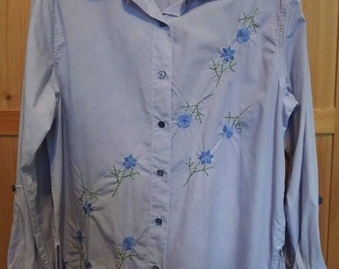 Vintage Tunic style blouse 80s embroidered flowers across the front. Long or mid length sleeves.