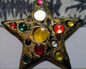 Big gold star pin 80s