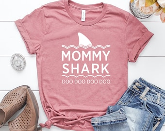 cf7c9cc966a92 Mommy Shark Shirt / Pregnancy t-shirt / Babyshower Gift / Funny Pregnancy  Announcement Shirt / Gifts for New Mom / Funny Shirts