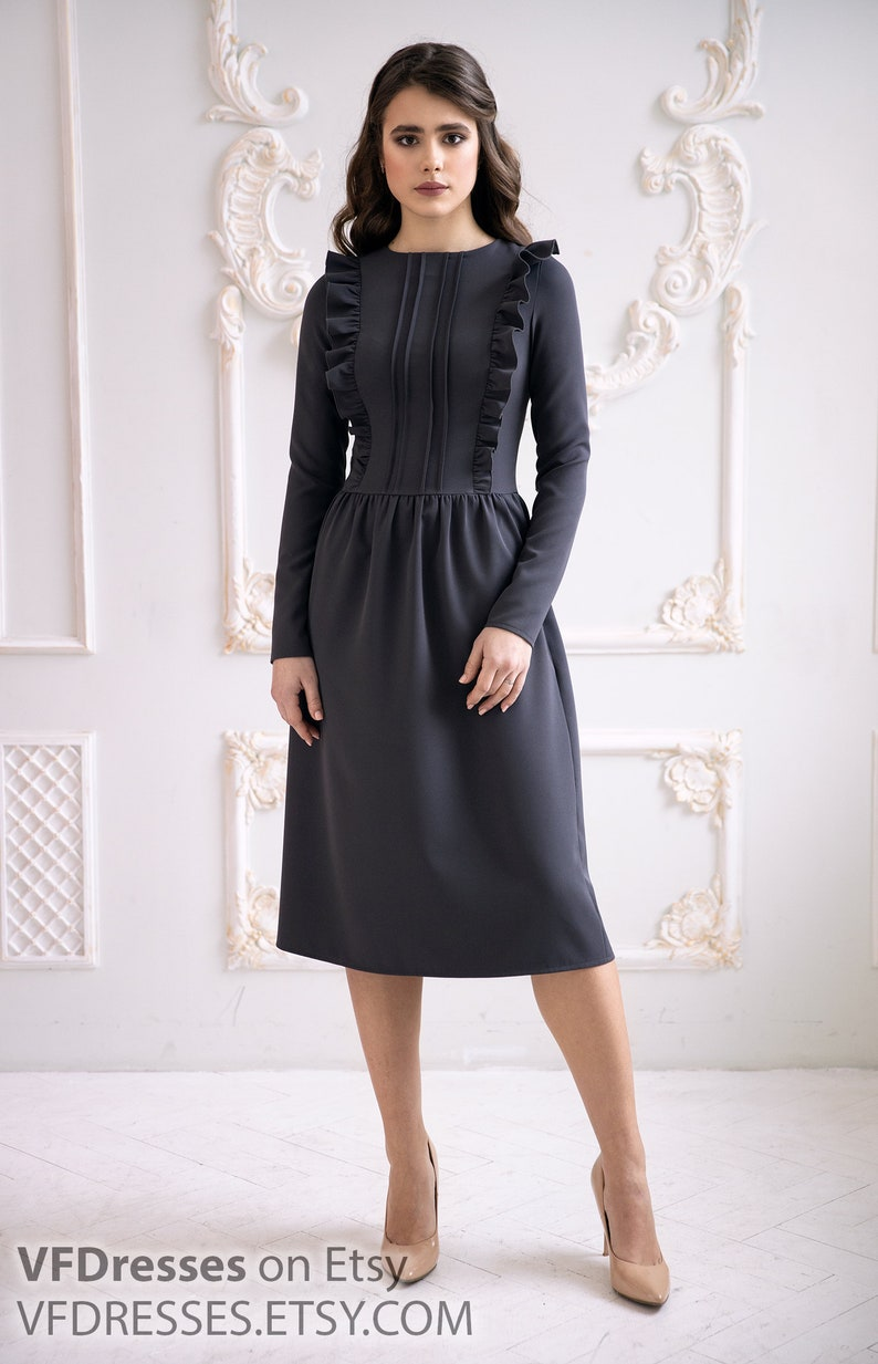 1940s Dress Styles Gray casual Dress Straight dress with ruffles Beautiful and elegant dress in a romantic style sheath dress work midi dress office dress $94.00 AT vintagedancer.com
