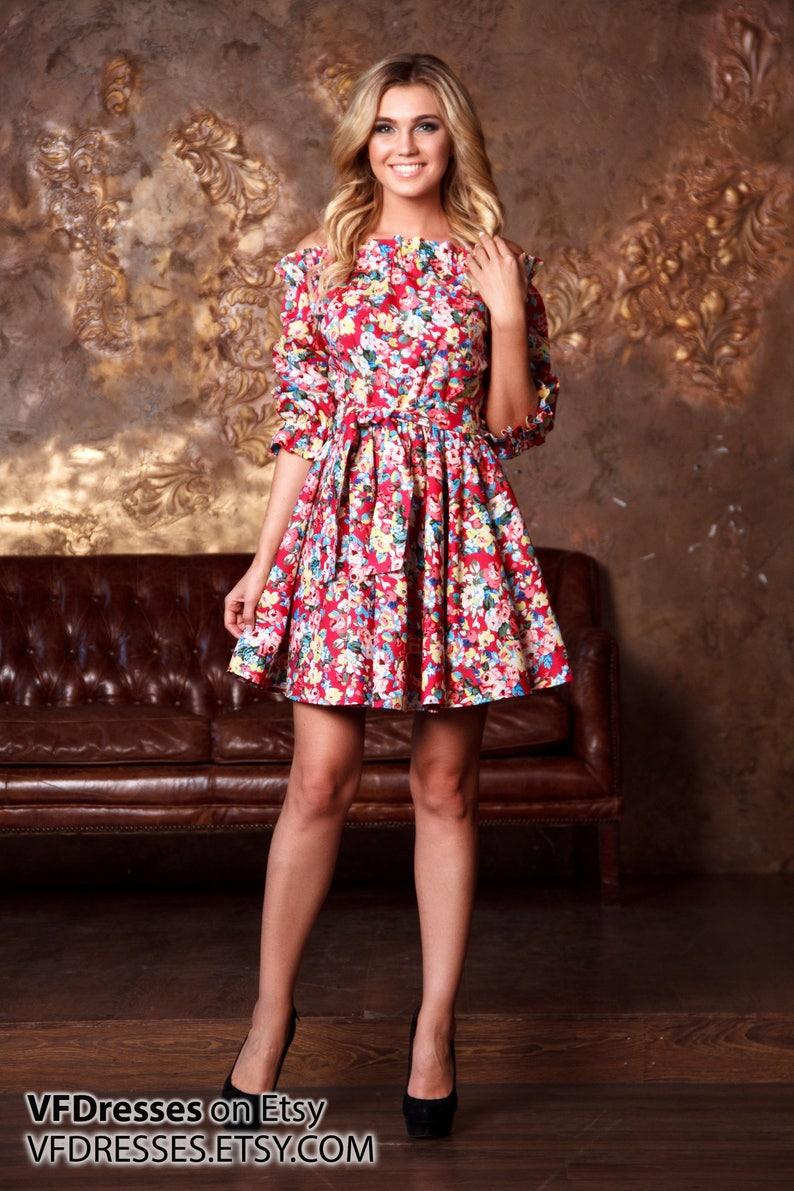 0e9718e7e8 Czerwona kwiatowa sukienka letnia Krótka sukienka casual