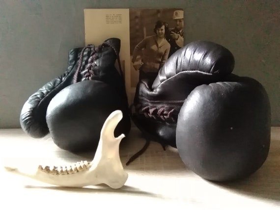 Boxing gloves, Old boxing gloves, brown leather gl
