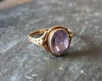 Single stone amethyst ring