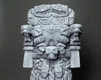 La Coatlicue , Sculpture . Collection model figure