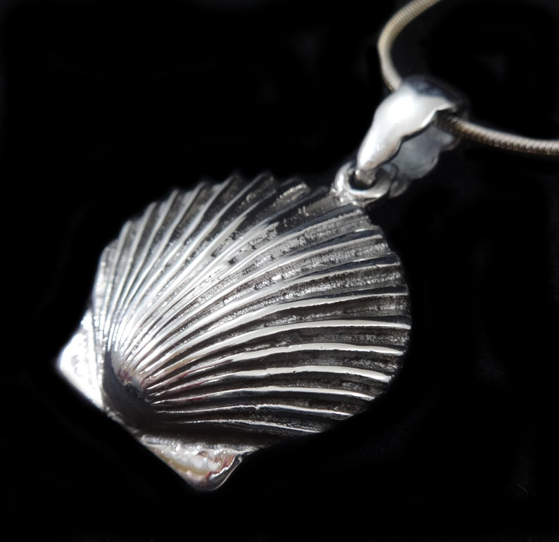 Handcrafted Solid 925 Sterling Silver Sea Clam Shell Scallop Pendant