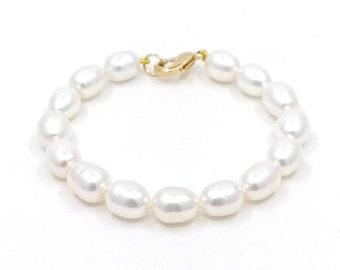 0val pearl bracelet