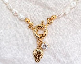 Fragola - pearl beaded necklace