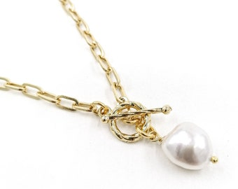 Florence - pearl toggle necklace