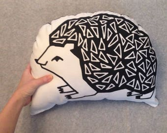 HEDGEHOG woodland print pillow, PORCUPINE pillow, woodland animal pillow, kids room decor, hedgehog cushion, porcupine plushy, porcupines