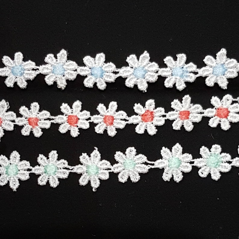 Pink Guipure Daisies 10mm White per metre
