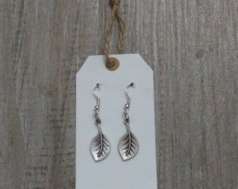 Leaf-shaped pendants in silver colour, handmade