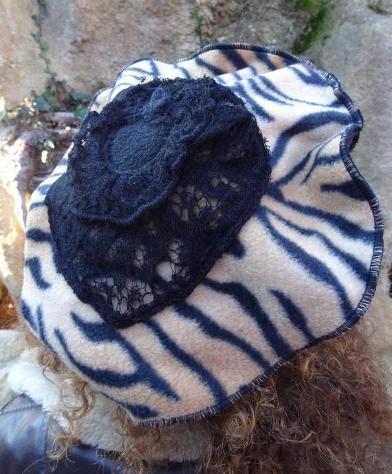 Chapeau b ret en tissu polaire noir et tigr etsy - Tigre polaire ...