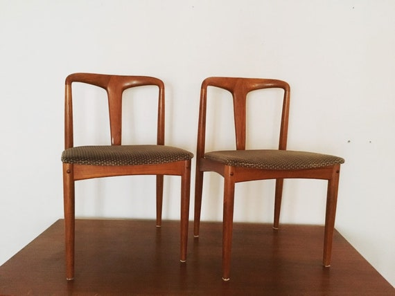 wonderful set of 2 danish Modernist teakwood dining chairs by Johannes Andersen | Model Juliane | Brea