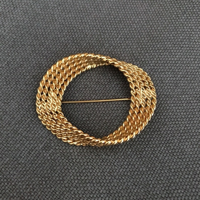 rope pattern stamped statement brooch Vintage unique gold tone brass twisted