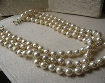 a retro 3 strand beaded pearl necklace