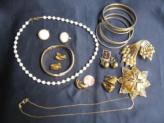 vintage lot of Monet jewelry, Mixed Monet jewelry… - image 9