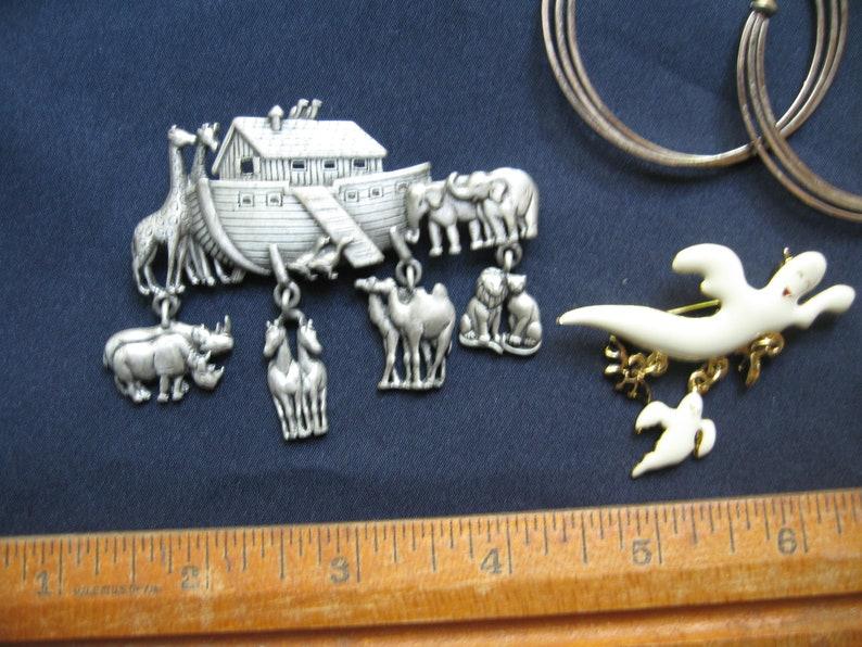 Lot of jewelry lot brooches earrings noahs ark