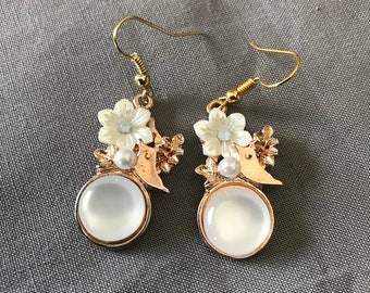 Pearl style gem with flowers