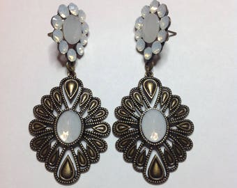 BRONZE WITHE EARRING