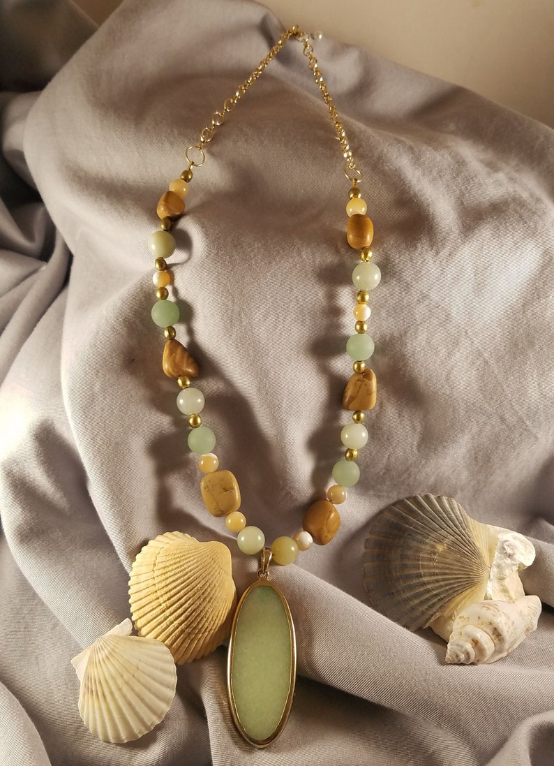 Beachy Seafoam Gold Natural Agate Pendant Necklace