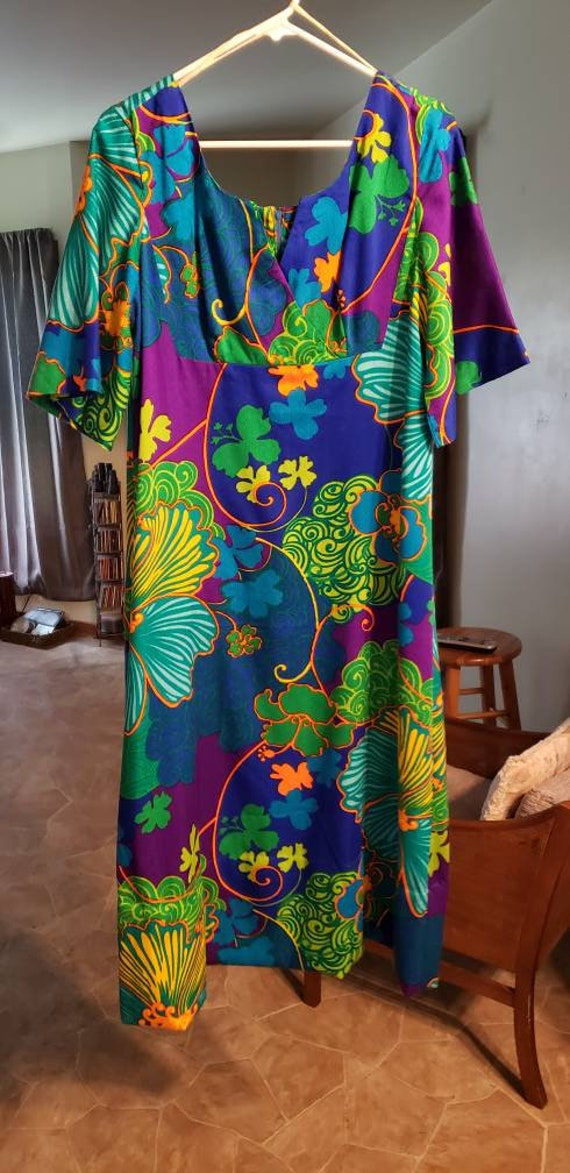 Vintage 1950s hawaiian dress