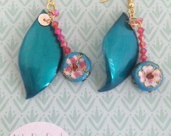 """Blue petals"" earrings with pearls and plastic red/blue colors recycled"