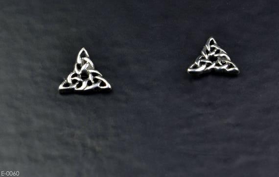Pendientes de plata esterlina peridoto Celta Tachuelas Hecho en Reino Unido en Caja De Regalo