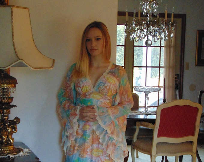 70s Princess Prom Dress, Party Dress, Cruise Wear, Wedding Dresses, Derby Fashion, Awards Banquets Dress, Graduation Dress, Holiday Dress