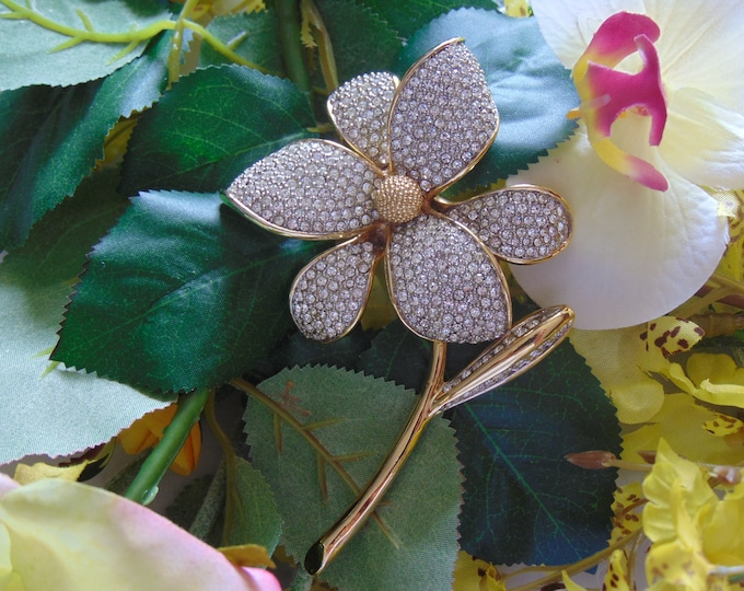 80s Crystal Flower Brooch, For Mothers Day, Easter, Weddings, Graduation, Musicals, Gallery Shows, Art Shows, Broadway Plays, Church, Dinner