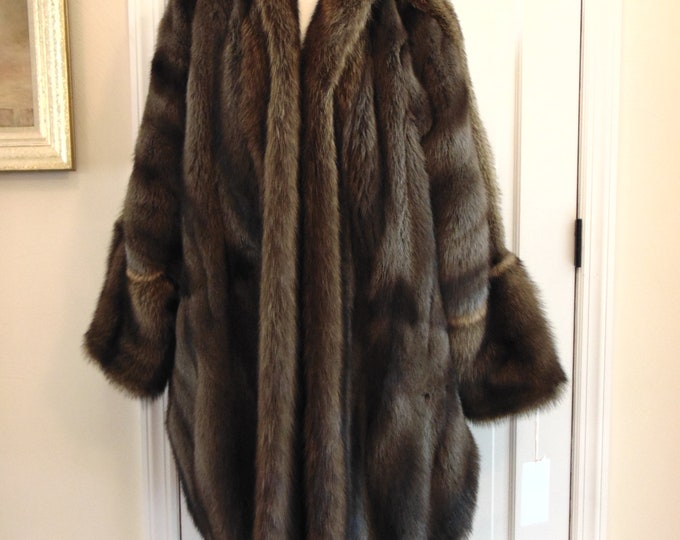 Unisex Fitch And Fischer Racoon Fur Stroller For Resort Wear, Traveling, Skiing, Ice Skating, Operas, Furs For Gift Giving, Theater, Dinners