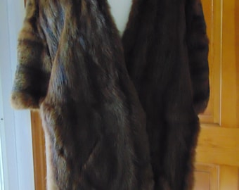 40s Fur Stole For Hockey Games-Ski Resorts-Dinner Dances-Operas-Cocktails-Ice Skating-Xmas Carolling-Traveling-Sleigh Rides-Gallery Openings