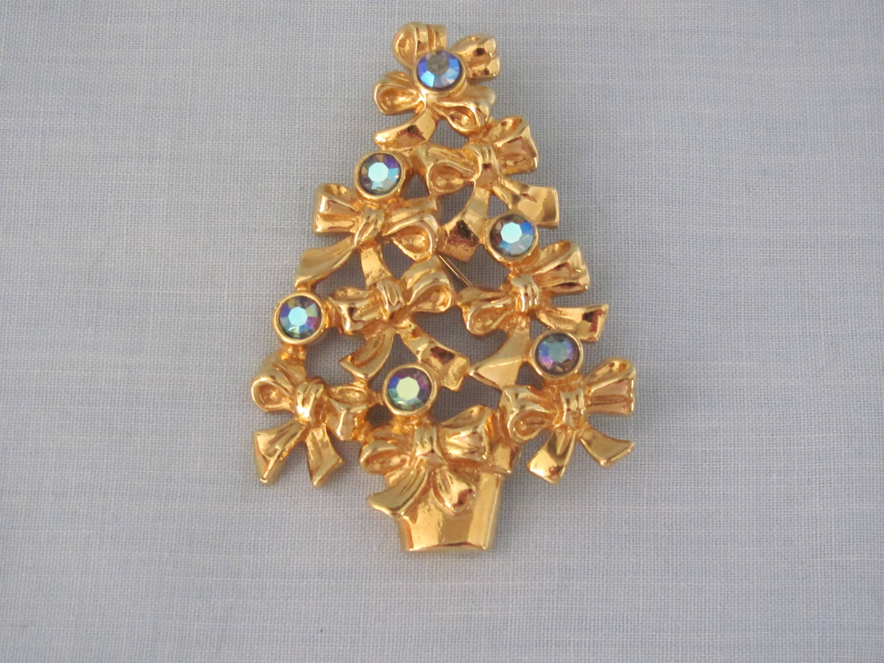 AVON Christmas Tree Pin 70's Stocking Stuffer Pin