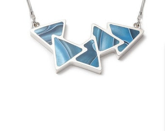 Reversible necklace 5 triangles