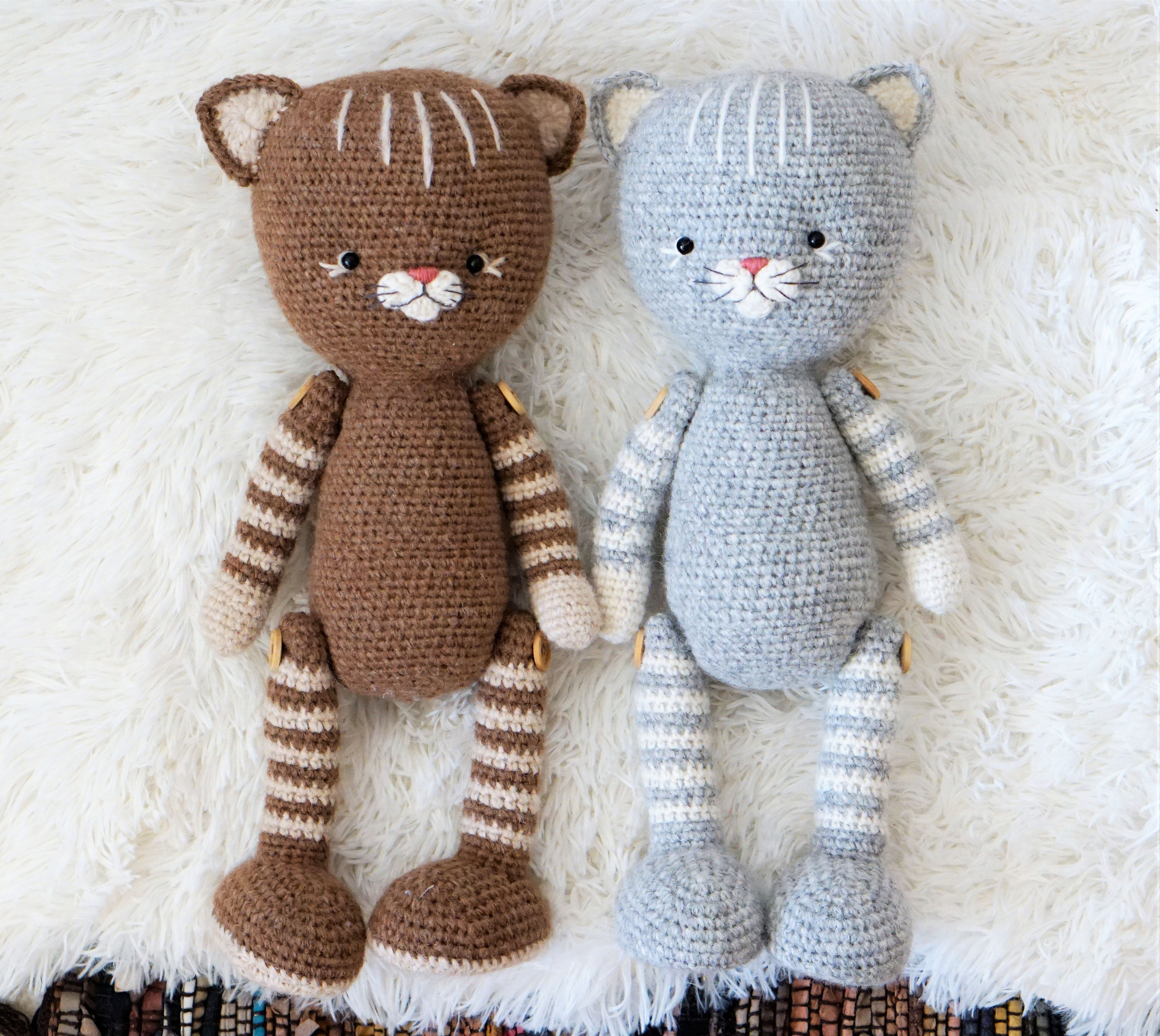 Free crochet pattern: Small long-legged amigurumi cat | 2681x3000