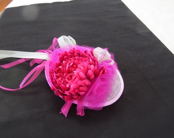Pink chrysanthemum fascinator