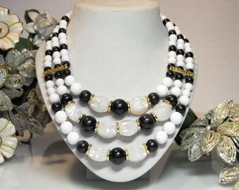 42 cm with white and mother-of-pearl plastic beads Statement necklace NOS multi strand lucite with gold spacers Vintage multirow necklace approx