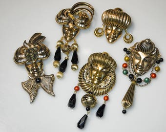 Sale-5 pieces vintage Venetian masks brooches 80s-different colors-vintage Venetian mask brooch 80s Venice carnival