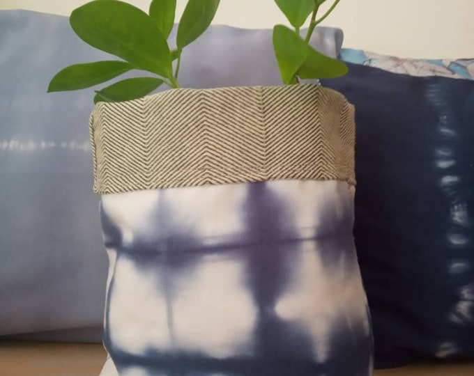 A handmade pot plant regulable in height