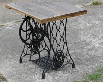 Table de bar machine à coudre et bois de palette