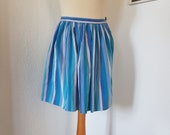 Lovely vintage skirt from the 1950s or 1960s. Petit. Size EU 30 / UK 4 / US 0. Waist 60 cm / 23.6 inches.
