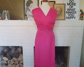 Cocktail dress from the late 1950s or early 1960s. Size EU 36 / UK 10 / US 6. Waist 72 cm / 28,3 inches