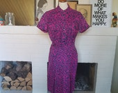 Day dress from the late 1940s or the1950s. Size EU 42 / UK 14 / US 10. Waist 86 cm / 33,9 inches