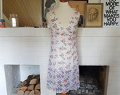 Beautiful slip / slipdress from the late 1960s or early 1970s. Size EU 36-38 / UK 10-12 / US 6-8. Waist 78 cm / 30,7 inches